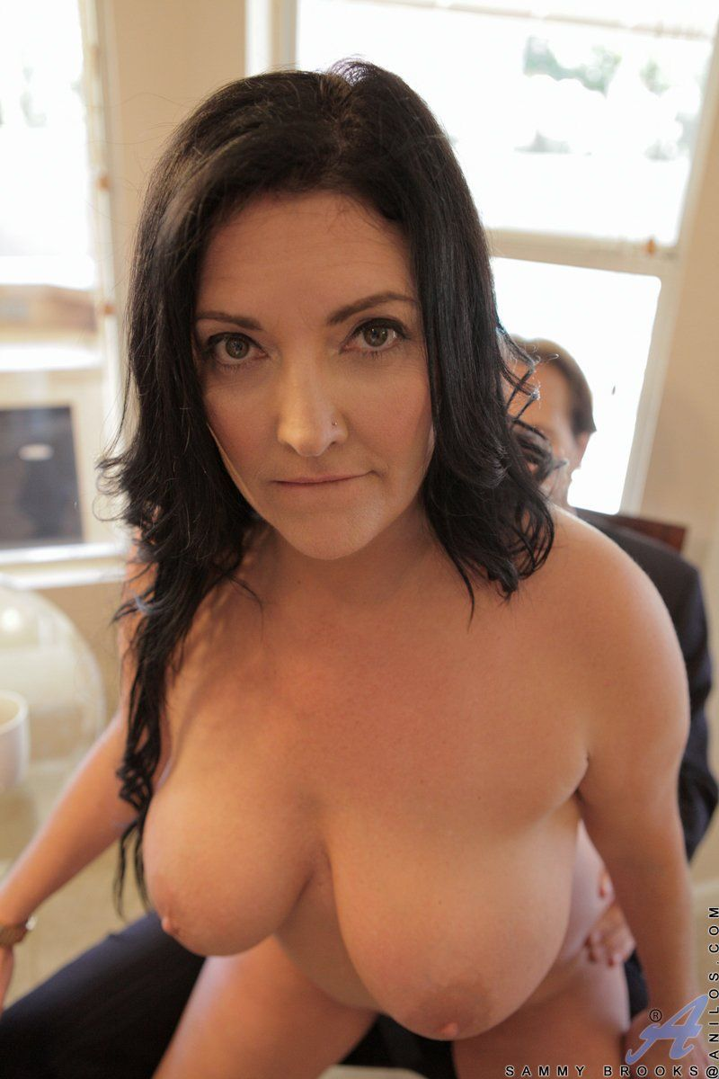Teen with wet pusy