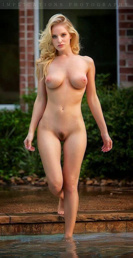 Gorgeous blonde women nude