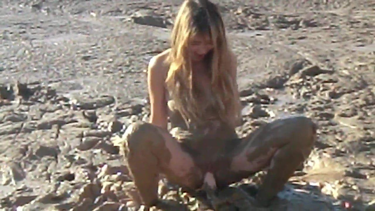 Earthshine reccomend Sexy girl masturbation mud