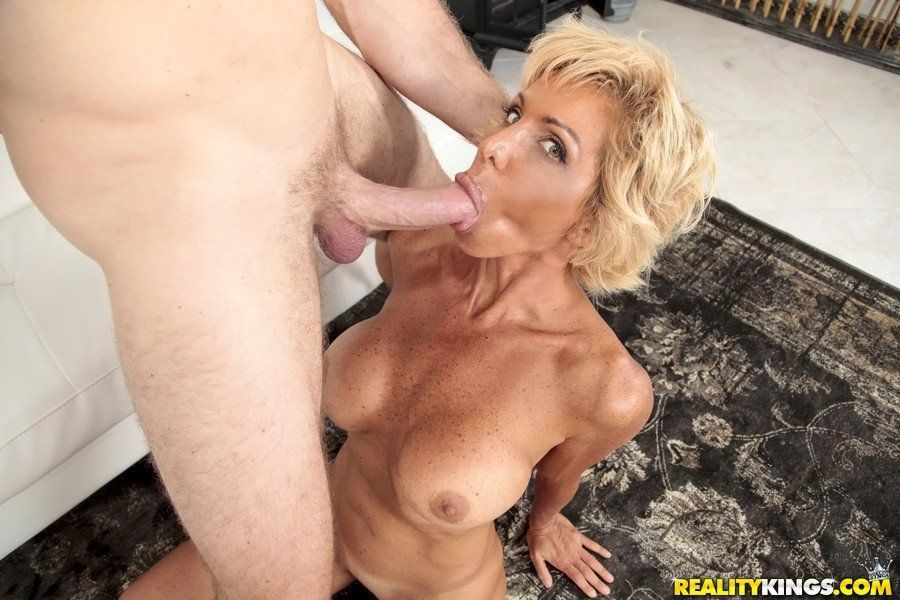 This brilliant layla pornstar milfhunter can