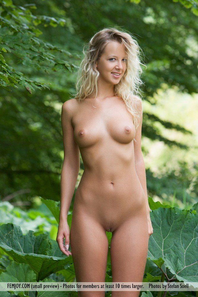 Naked babes caught in public