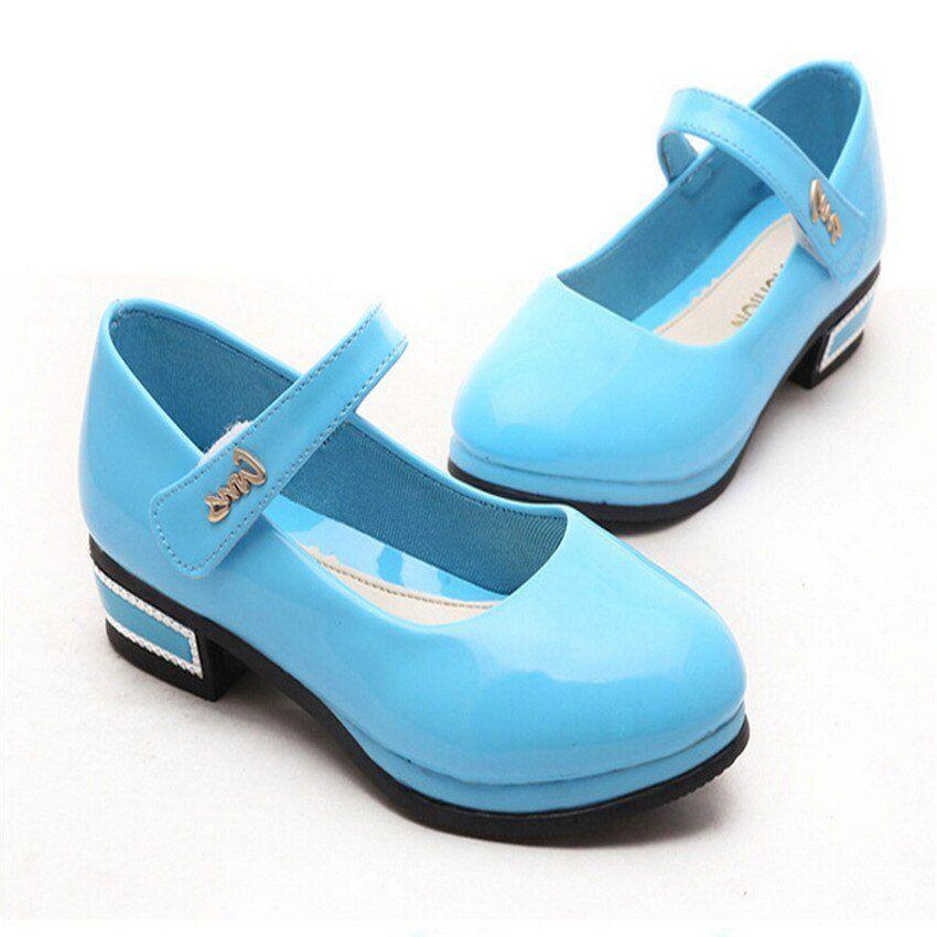Girls in sandals Vinyl Queen!