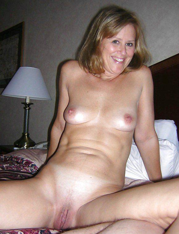 Selena gomez nude tight pussy