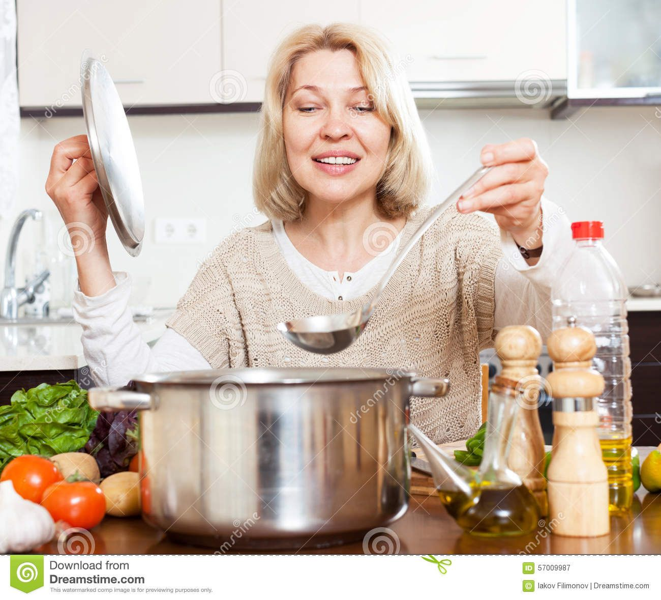 Bulldog reccomend Mature housewife cooking