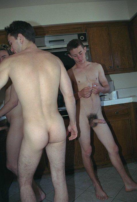 Playboy collegeflickor nakna already far