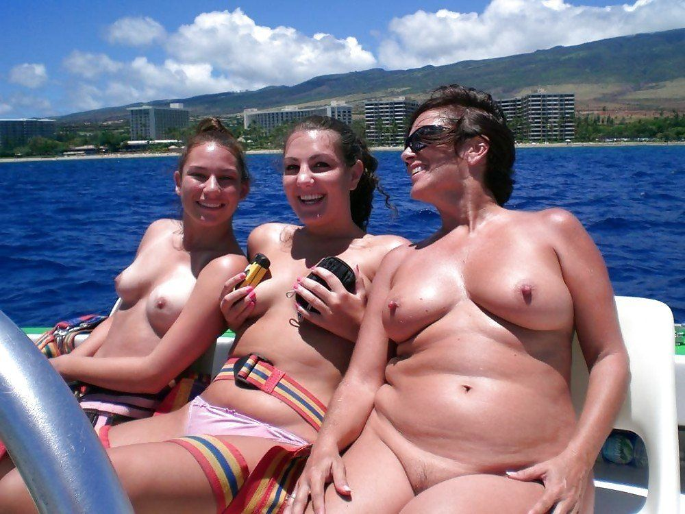 Panjabi women fet nud
