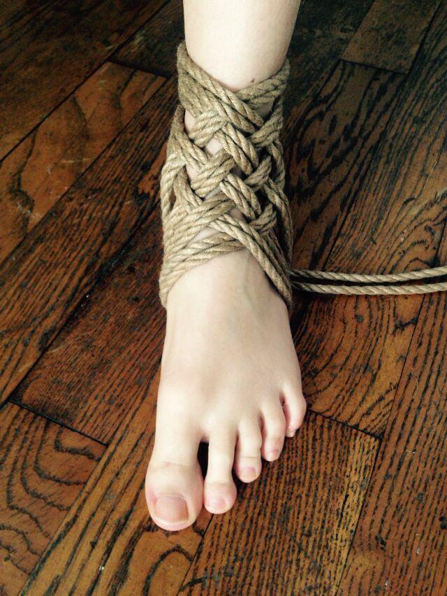 What necessary foot bondage knots