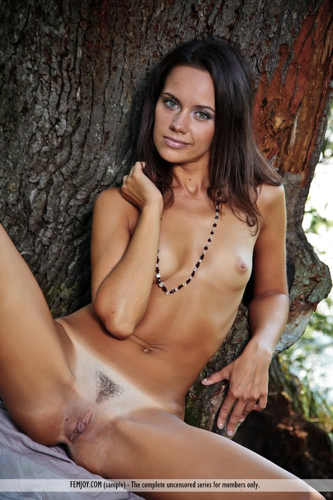 Tanned nude girl