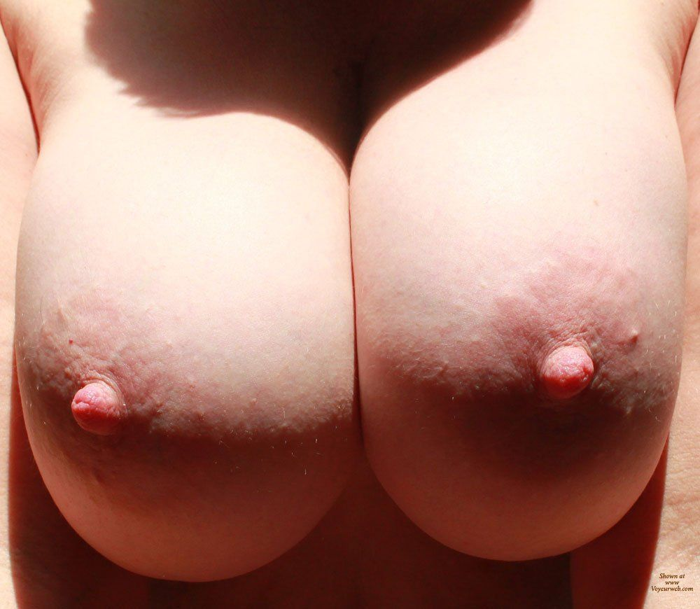 Free close up tits naked photo