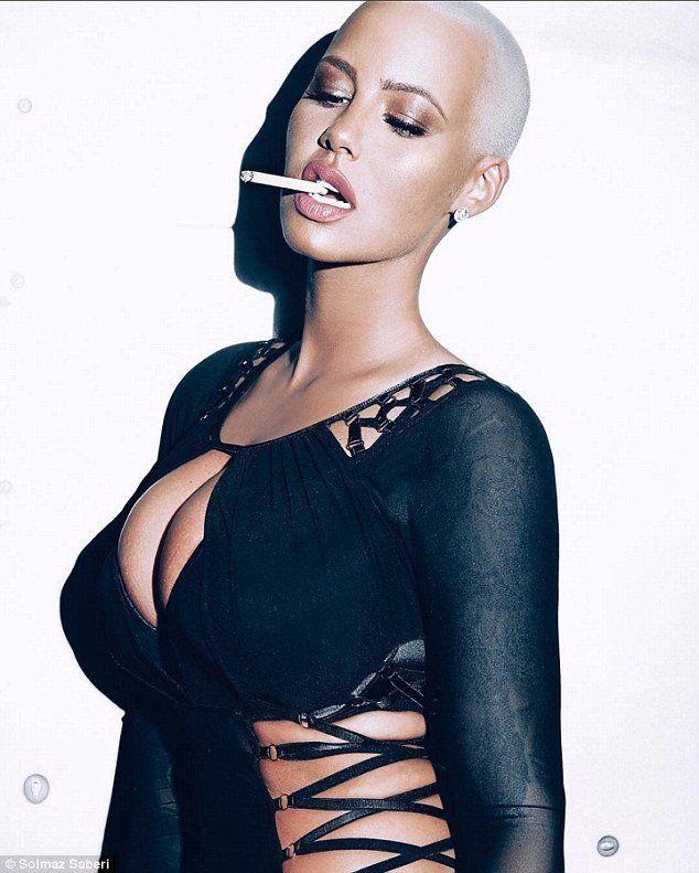 Lolli reccomend Busty smoking woman