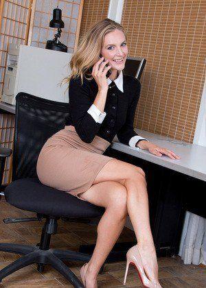 Milfs as secretaries