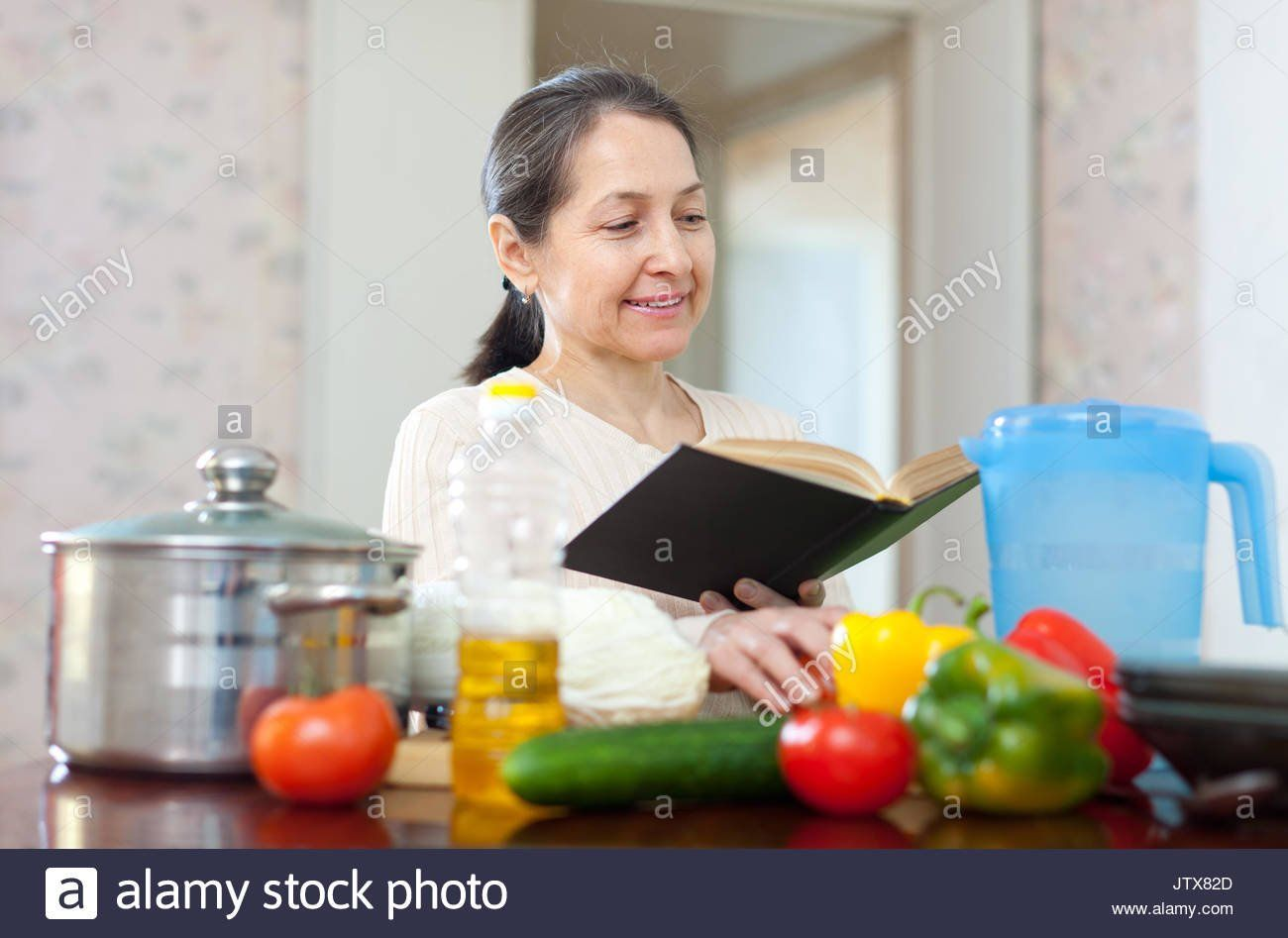 Comet reccomend Mature housewife cooking