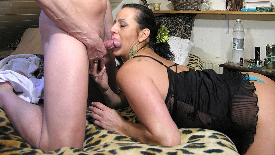 Caught mommie rubbing her clit