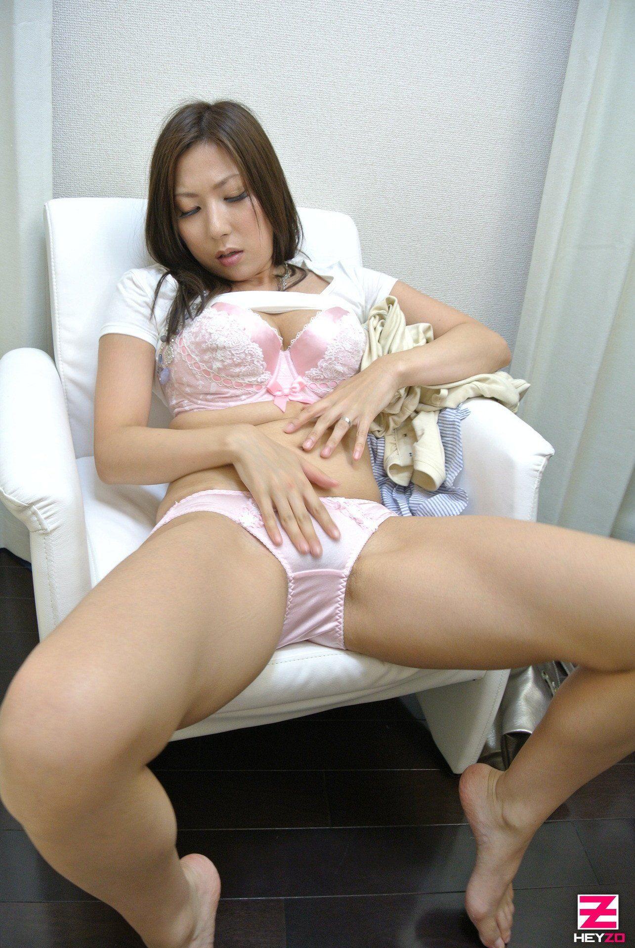 Lesbian moms pussy licking