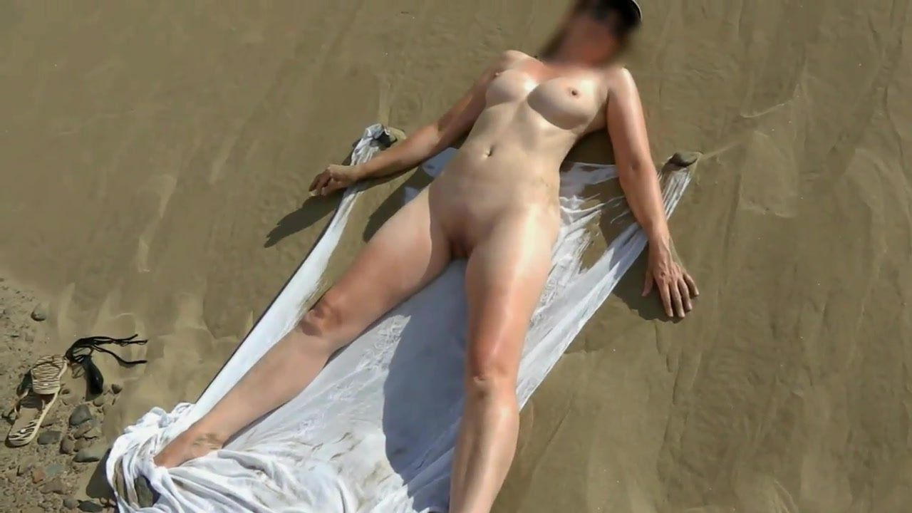 Nude wife voyuer