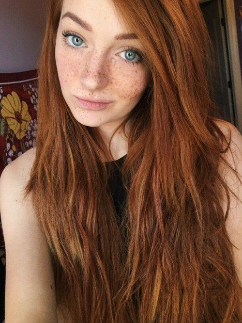 Are nude girl with red hair green eyes